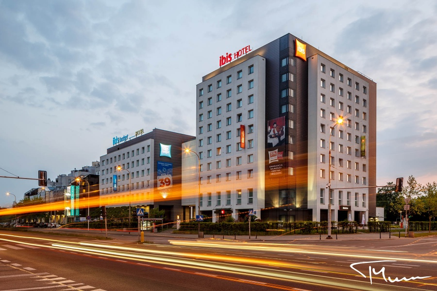 fotografia reklamowa - architektura, Hotel Ibis Warszawa - zdjęcie Tadeusz Mirosz